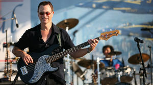 gary_sinise_on_stage_1_crop