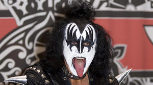 gene-simmons-paraguay-personal