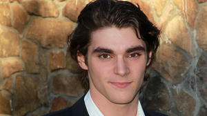 rj-mitte-2012-saturn-awards-01_0